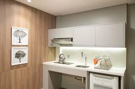 Um home office não precisa ter toda a decoração voltada à copa do mundo para ser chamado de oficial. Apartamento Batel C Acessibilidade Hsb054 Estudios Em Curitiba