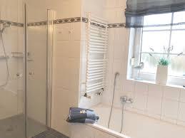 Badezimmer Mit Dusche Und Badewanne Ferienhaus Roese