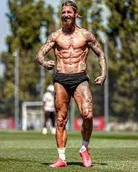 فورمه زي ما قال الكتاب.. سيرجيو راموس يستعرض عضلاته في تدريبات ريال مدريد -  اليوم السابع