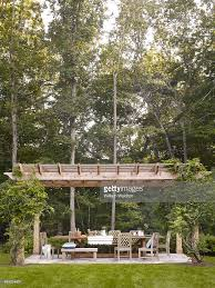 Bobby Flay Outdoor Kitchen Bobby Flay And Stephanie March Elle Decor July 1 2013 Photos