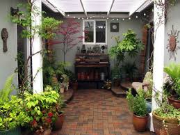 Lawn & Garden:Decoration Idea For Spanish Garden With Clay Tiles And Pots  Decoration Idea