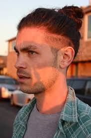Undercut Hairstyle Men 64 Amazing The Undercut Bun Aka The Top Knot Pinterest Undercut Men Man