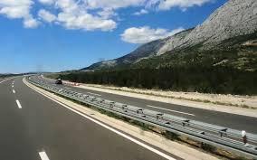 7 kilometrů za 3 roky, za 1,5 miliardy bez DPH. Copak to je? Kousínek D11  mezi Smiřicemi a Jaroměří. To je zase slávy | Krajské listy.cz