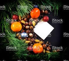 Tannenzweigen Mandarinen Christbaumschmuck Nüsse Blatt
