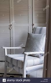 Blau Und Weiß Gestreifte Schlafzimmer Stuhl Im 18