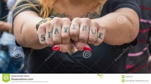 татуировки на пальцах стоковое изображение изображение