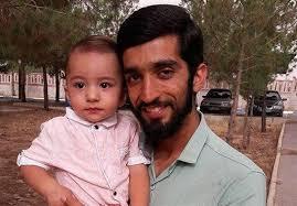نتیجه تصویری برای عکس شهید حججی با فرزندش محسن حججی