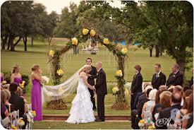 outdoor wedding photography lighting tips. wedding day how to 10 tips for best case scenario. outdoor tent photography lighting