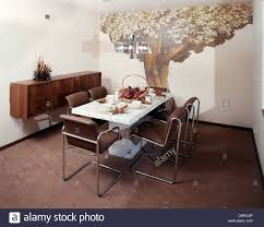 1970er Jahre Esszimmer Tisch Stühle Wand Dekor Wandbild Von