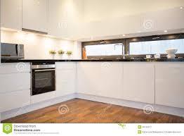 Cucina moderna pavimento cemento bianco ~ ispirazione design casa