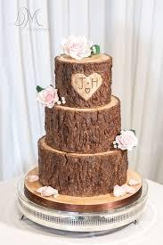 15 Impressive Cake Designs That Look Like Wood