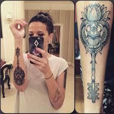жена потапа сделала очередную татуировку