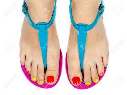 色のペディキュアで夏靴で女性の足白で隔離 の写真素材画像素材