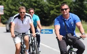 EXCLUSIV FOTO – Președintele Klaus Iohannis la plimbare cu bicicleta în zona Păltiniș