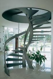 Jedes geschoss, das nicht zu ebener erde liegt, und der benutzbare dachraum eines gebäudes müssen über mindestens eine treppe. Stahltreppen Treppen Materialien Baustoffe Baunetz Wissen