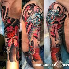 тату на плече в японском стиле с карпом и хризантемой фото татуировок