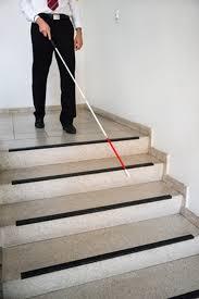 Erst ab einem innendurchmesser von 2 m sind gebogene treppen für menschen mit begrenzten motorischen in treppenhäusern betrifft das die erste und letzte stufe, sinnvoll sind jedoch alle stufen. Barrierefreie Treppen Und Treppenhauser