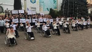 Не вір очам: життя не чорно-біле. У Чернівцях люди з інвалідністю ...