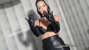 Lady leather gloves a handjob
