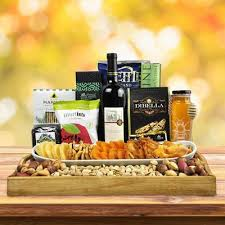 wine gift delivery nyc fresh kosher gift baskets the kosher le wine gift basket hazelton s