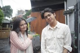 Arbani yasiz (lahir di jakarta, 15 oktober 1994; Bintangi Film Ranah 3 Warna Arbani Yasiz Temui Penulis Novelnya