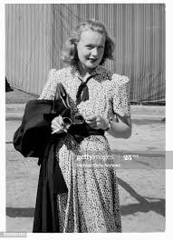 Actress Rita Johnson stops and poses on a street in Los Angeles,... News  Photo - Getty Images