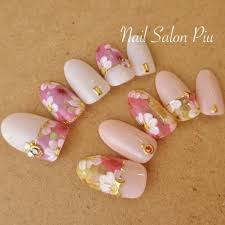 Nail Salon Piuさんのネイルデザイン フラワー 大人可愛い 夏
