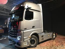 You can take a look on the gle coupe and you can see similar or the same styling cues. Mercedes Benz Actros Wins International Truck Of The Year 2020 Fleet Transport
