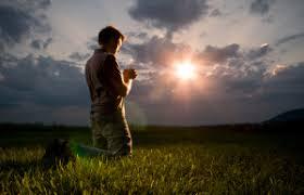 Resultado de imagem para imagens de oração e a Bíblia