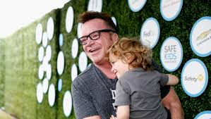 tom arnold writes gun control essay after nephew commits suicide  tom arnold writes gun control essay after nephew commits suicide cbs news