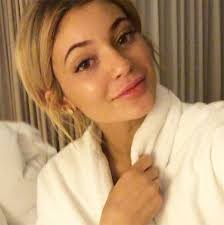kylie jenner takes night video showing off natural lips see her no makeup look