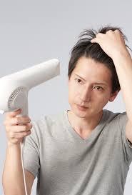 髪型がキマらなくなってきた男性へ40才からのヘアスタイリングのカギは