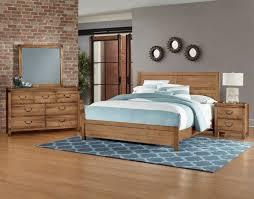 Vaughan-Bassett Sedgwick 4-Piece Panel Bedroom Set in Natural Maple