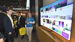 samsung tv 2017. visitor showing interest on smart hub ui qled tv samsung tv 2017 i