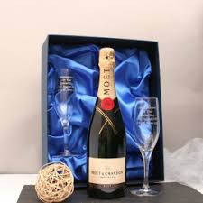 moet and chandon chagne with end flutes in presentation box