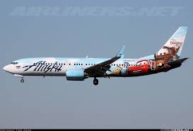 westjet b737 characters of disney s popular frozen theme airborne with mankiewicz paint plane art planes airplanes and aircraft