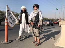 """طالبان تعترف بـ""""استجواب بعض الأجانب"""".. و""""الرجل الثاني"""" بالحركة في كابل"""
