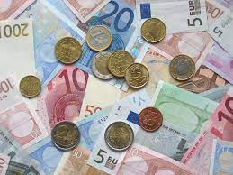 File:Euro coins and banknotes.jpg - Wikimedia Commons