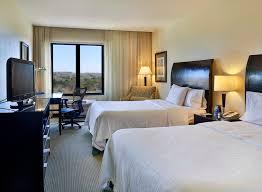 hilton garden inn liberia airport costa rica habitación con cama doble