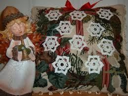 Venti decorazioni natalizie alluncinetto a forma di stelle