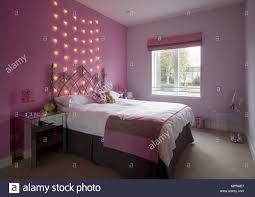 Schmiedeeisernes Doppelbett In Rosa Schlafzimmer Mit Lichterketten