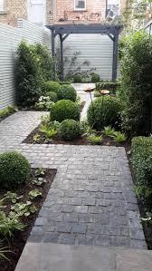 Best 25+ Narrow garden ideas on Pinterest   Side garden, Small ...