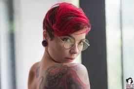 Obrázky Na Plochu Arriane Suicide Krátke Vlasy ženy S Okuliarmi