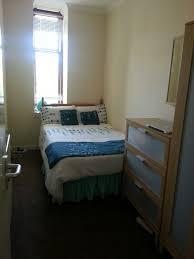 Double Bedroom In Large  Bedroom Flat Close To Glasgow University - Double bedroom