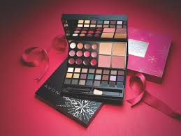 30 00 avon makeup studio palette perfect for a on the go this palette is a holiday hit it s sized to carry everywhere for touch ups