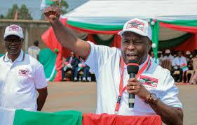 """Burundi : qui est Évariste Ndayishimiye, candidat du """"système CNDD-FDD"""" ?"""