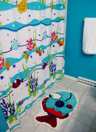 home design kids bathroom with underwater life theme supported with fish printed curtain and mat