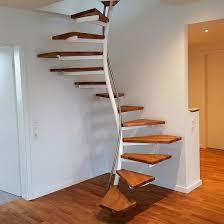 Die besuche der wichtigsten fachmessen in italien und deutschland liefern uns immer wieder anregungen zu neuen ausarbeitungen. Treppen Holz Stahl Von Oberborsch Design Treppen De Das Fachportal Fur Den Treppenbau