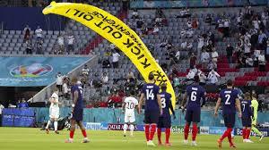 Deutsche gruppe em vor dem dritten und entscheidenden gruppenspiel bei der em für deutschland gegen ungarn haben wir. Fussball Em Missgluckte Greenpeace Aktion Bei Deutschland Spiel
