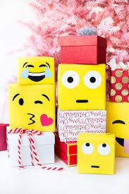 DIY Emoji Gift Wrap